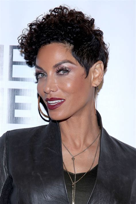 wen curly short hair styles nicole murphy photos photos chaz dean wen winter party