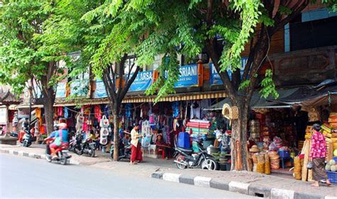 8 Places To Shop by Seven Best Places To Shop In Kuta Kuta Traditional Market