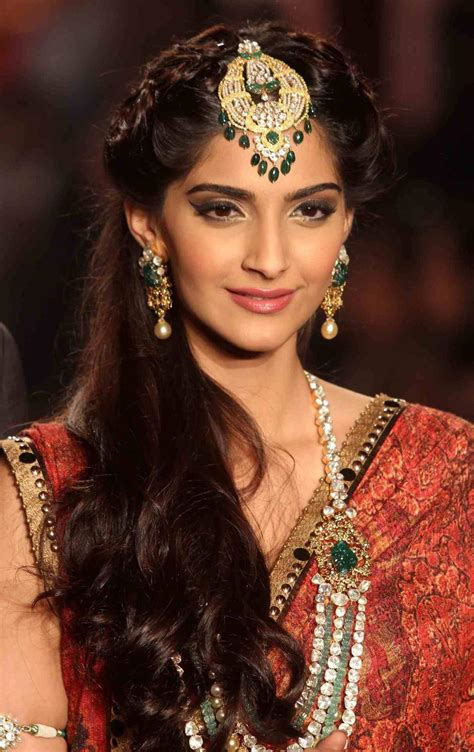 indian hairstyles with tikka sonam kapoor hairstyles indian beauty tips