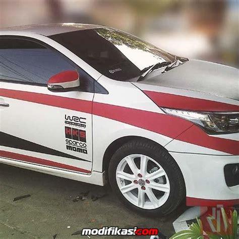 Kaca Spion Mobil Brio baru pasang sticker variasi mobil wrapping striping bandung