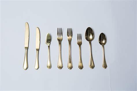 posate in tavola posate oro nolo catering