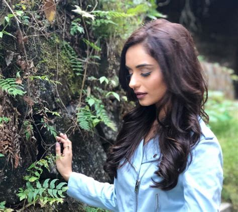 manushi chhillar  world  hot sexyt  images wallpapers