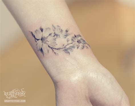 sakura tattoo black and white sleeve tattoo steunk 타투 gt tattoo photos gt 벚꽃 타투 by 타투이스트 리버 cherry blossom