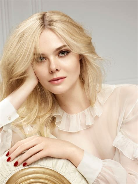 Color Trend 2017 by Celebrity Style Watch Elle Fanning Pairs Soft Blonde