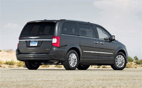2012 chrysler town country 2012 chrysler town country reviews and rating motor trend