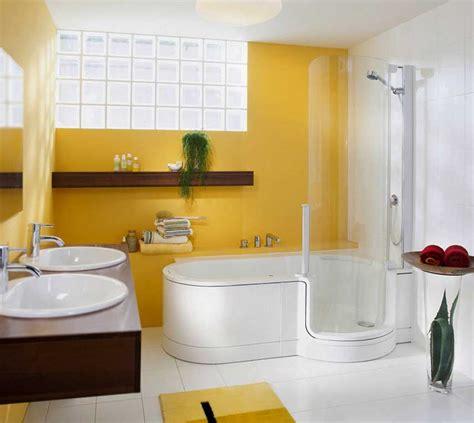 Badewanne Dusche Kombi by Badewanne Mit T 252 R Und Dusche F 252 R Funktionelle Badewanne