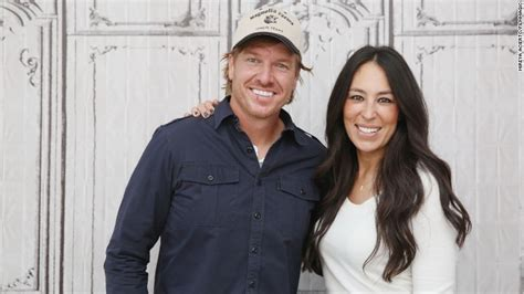 chip and joanna joanna gaines pregnant with fifth child fixer upper