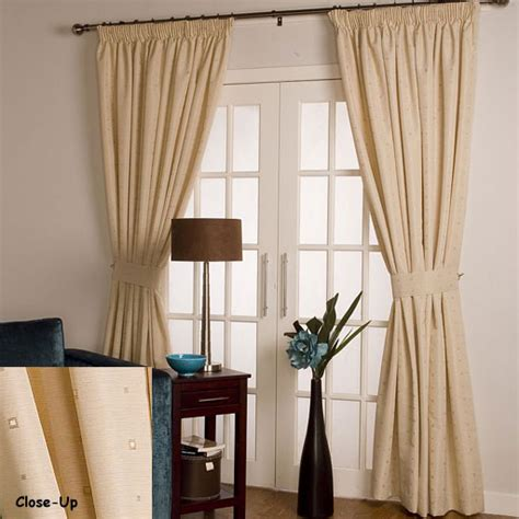 properly hanging curtains proper way to hang curtains ehow how to videos articles