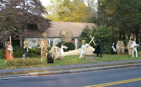 star wars homemade lawn wars scarecrow created in front yard geekologie