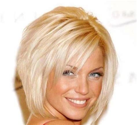 haircuts for 52 woman pagenschitt mit seitlichem pony blondes haar frisuren