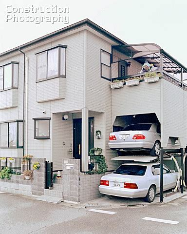 a049 00476 privately owned house with its own parking s