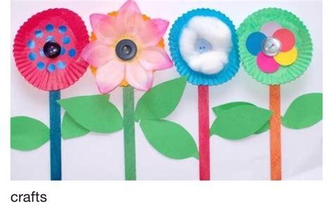 Paper Plate Flower Craft - paper plate flowers preschool crafts