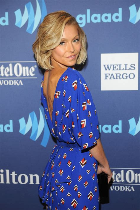 what color polish is kelly ripa wearing on her nails kelly ripa photos photos ketel one vodka hosts the vip