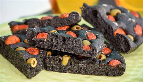 carbone alimentare pane nero con carbone vegetale meglio quello di segale o