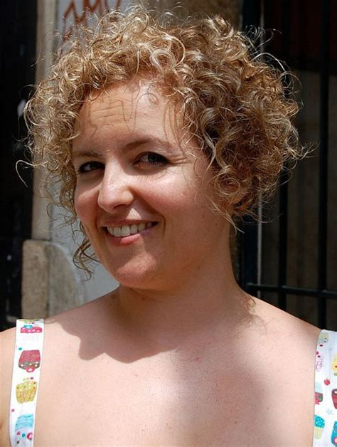 short curly hairstyles for round faces thin hair