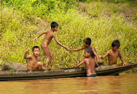 Kids Playing In The River Images Usseek Com