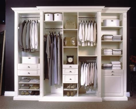 how to avoid moisture in closets