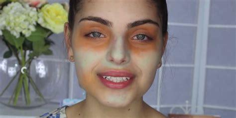 Eyeshadow Hijau gabungkan concealer warna hijau dan orange untuk menutupi