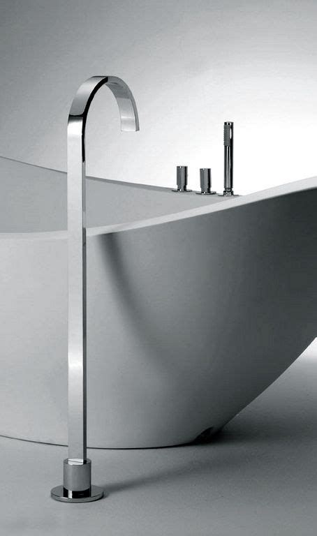 Arco series steel bathtub valve: minimalistic bathroom . Bad . salle de bain Design: Sergio
