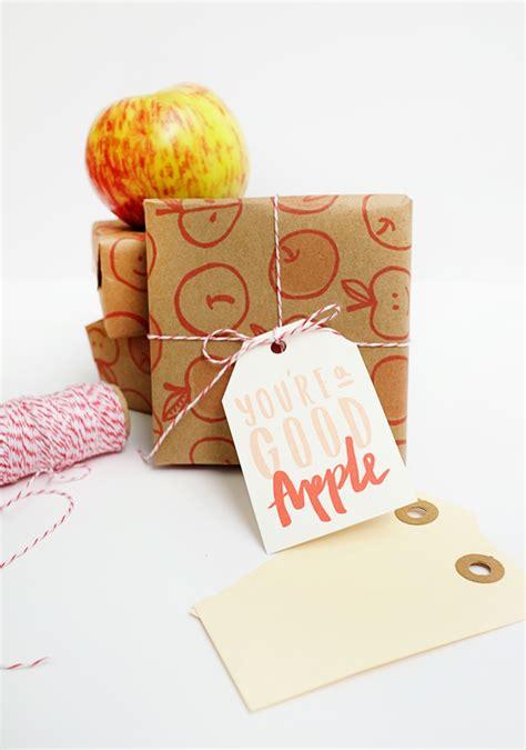 printable apple gift tags printable apple gift wrap tags