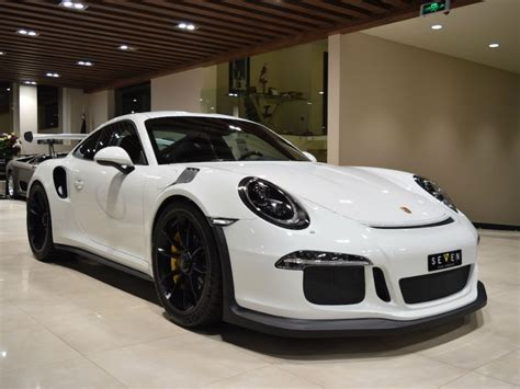 porsche introduces its sports sedan 911 gt3 rs in india