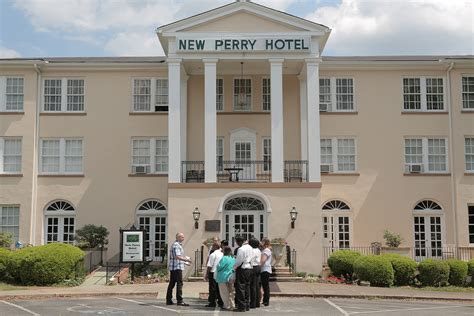 l restaurant perry ga travel channel s two hotel experts check in on tuesday