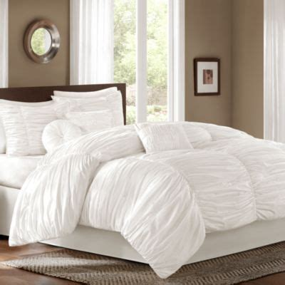 how to fluff a comforter 25 best ideas about fluffy white bedding on pinterest