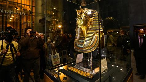 egyptian museum s displays cairo weepingredorger egypt to move king tut treasures to new grand museum