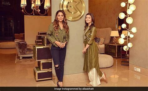 Twinkle Khanna Home Decor Gauri Khan Twinkle Khanna Sussanne Khan Now Sakshi Dhoni Home Decor By