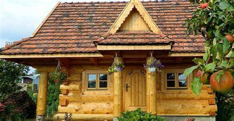 Tiny House Cabin 4 modele de case mici si frumoase din lemn rotund cu