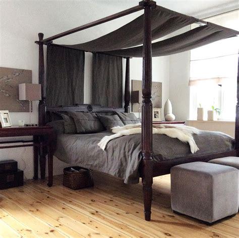 schöne schlafzimmer regal pinnwand