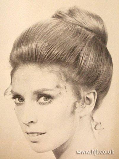 70s bun hairstyles 45 best 60 s hair images on pinterest vintage hair
