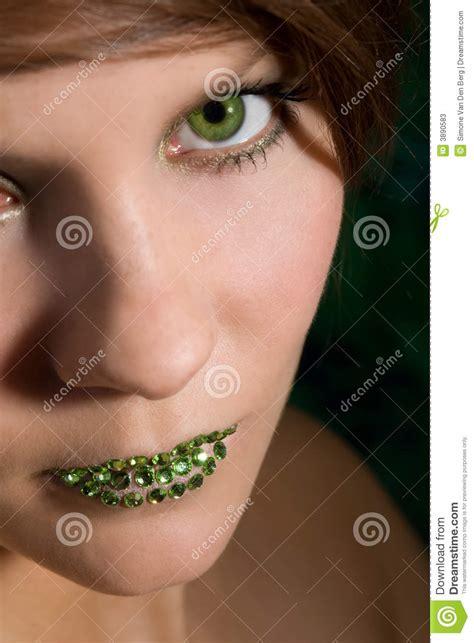 imagenes de labios verdes mujer hermosa con los labios verdes fotos de archivo