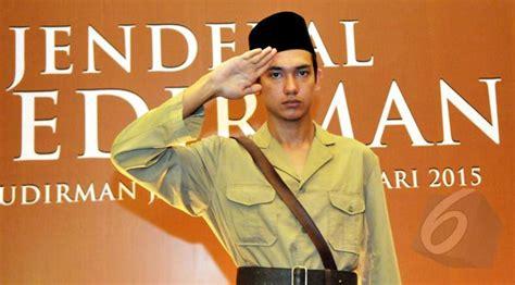 ringkasan film jendral sudirman 2015 anak jenderal soedirman sebut ayahnya mirip adipati dolken