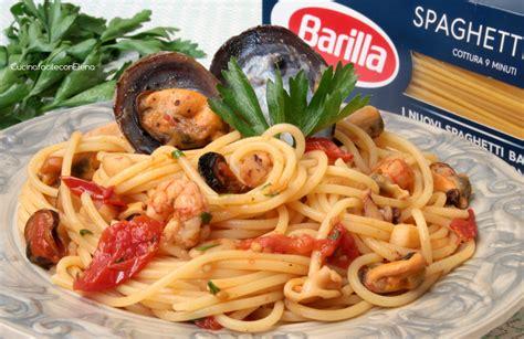 cucinare frutti di mare spaghetti ai frutti di mare ricetta deliziosa