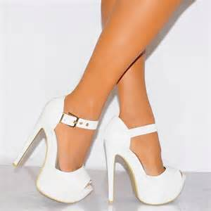 how to wear white high heels with white carey fashion