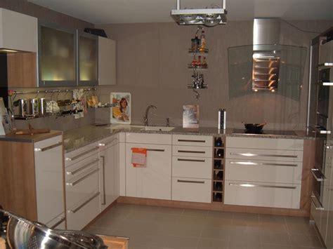 arbeitsplatte maßanfertigung wohnzimmer beige schwarz