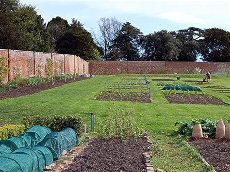 English Heritage Walled Gardens Study What Is A Walled Garden
