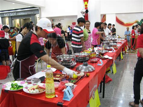 Cooking Giveaway - cooking contest attracts large crowd to boulevard borneopost online borneo