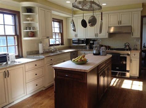 kitchen cabinet curved corner   Lake home design concepts