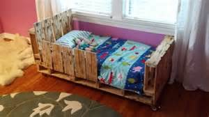 Plans To Build A Child S Picnic Table by 5 Simple Diy Pallet Toddler Beds 101 Pallets