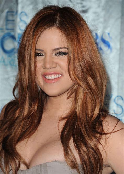 khloe kardashian dyes hair blonde photos style news khlo 233 kardashian dyes her hair strawberry blonde 2 life