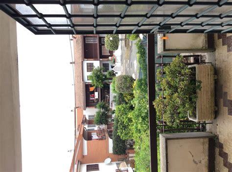 costo veranda balcone costruire tettoie strutture materiali e permessi con costo