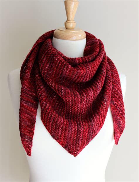 triangle pattern knit scarf free knitting patterns truly triangular scarf leah