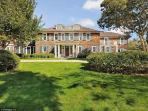 hillary clinton home hillary clinton plans to spend caign break in 100k a