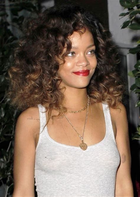 Rihanna Curly Hairstyles by Pictures Of Rihanna Curly Hairstyles