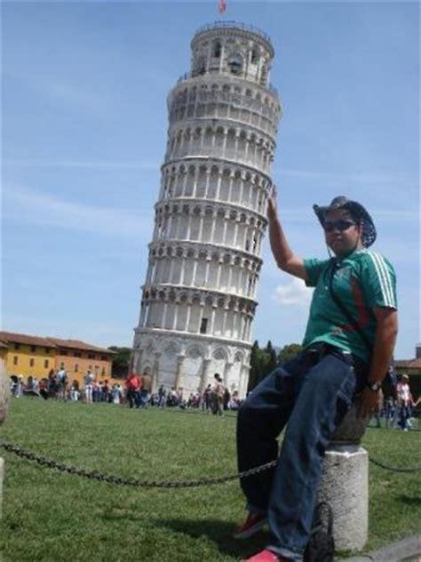 Kaos Menara Pisa Tuscany Itali quot la torre pendente inclinada quot pisa italia foto di