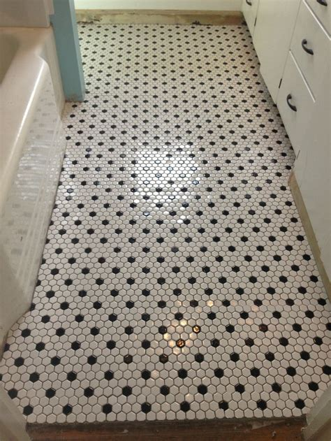 Hexagon Tile Bathroom Floor by Black And White Hexagonal Bathroom Floor Tile