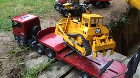 Mainan Mobil Traktor mainan anak traktor traktoran menolong mobil masuk sungai dalam september 2016