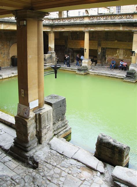roman bathroom file roman baths bath main bath jpg wikimedia commons